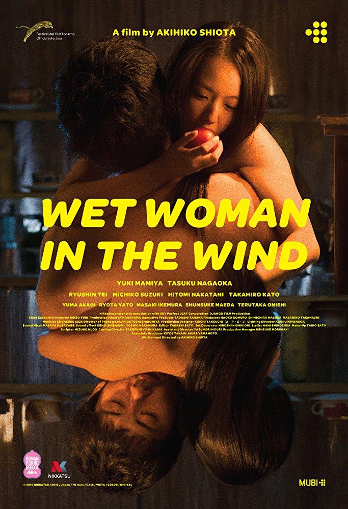 Wilgotna Kobieta na wietrze Pełna Sala