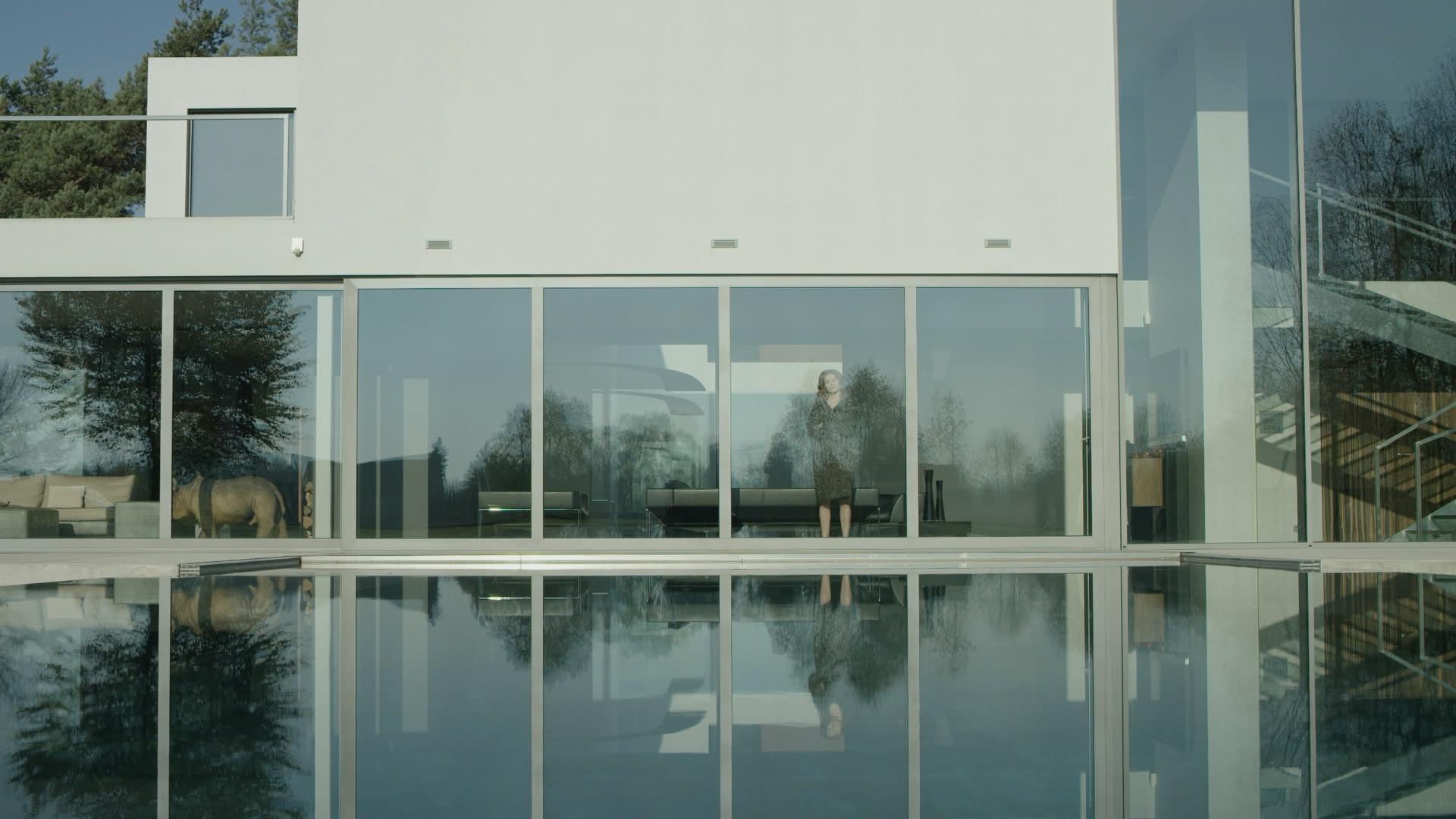 """Pustka domów ze szkła – recenzja filmu """"Miłość w Mieście Ogrodów"""""""