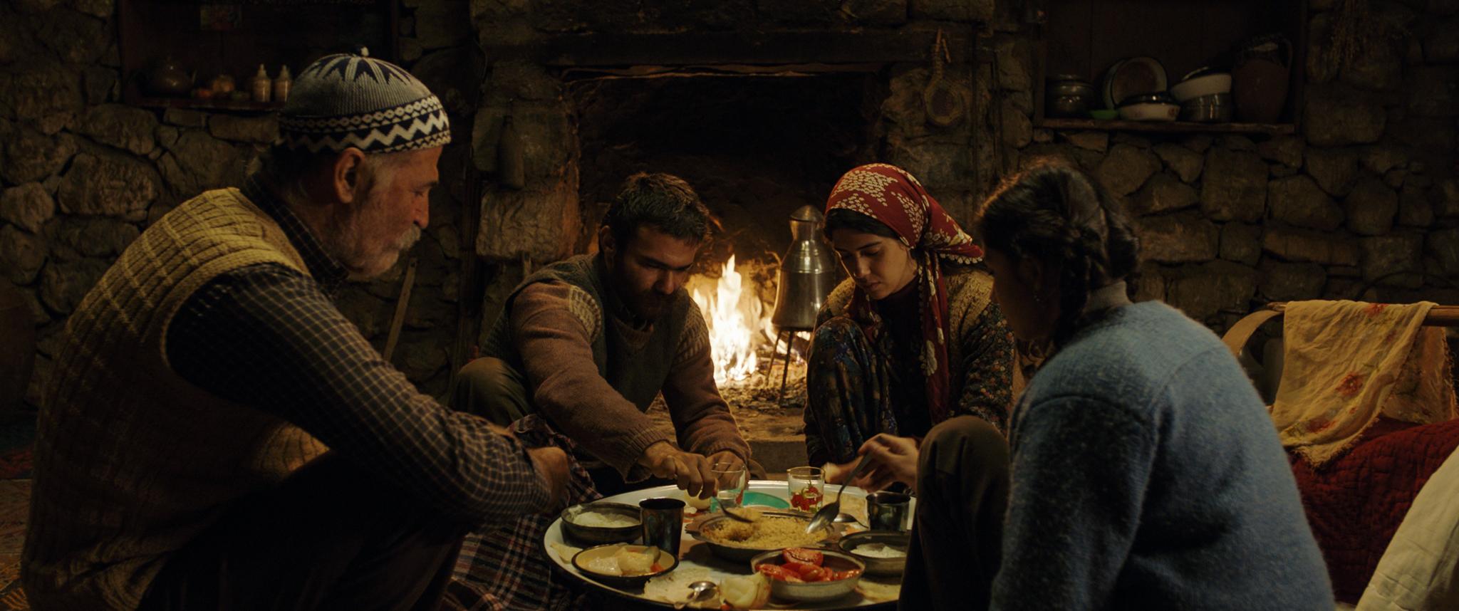 """Trzy mustangi – recenzja filmu """"Opowieść o trzech siostrach"""""""