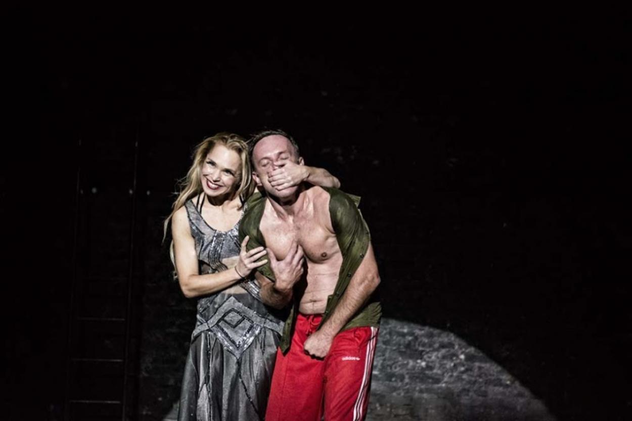 "Aktorstwo to bolesna rana – recenzja spektaklu ""Mefisto"""