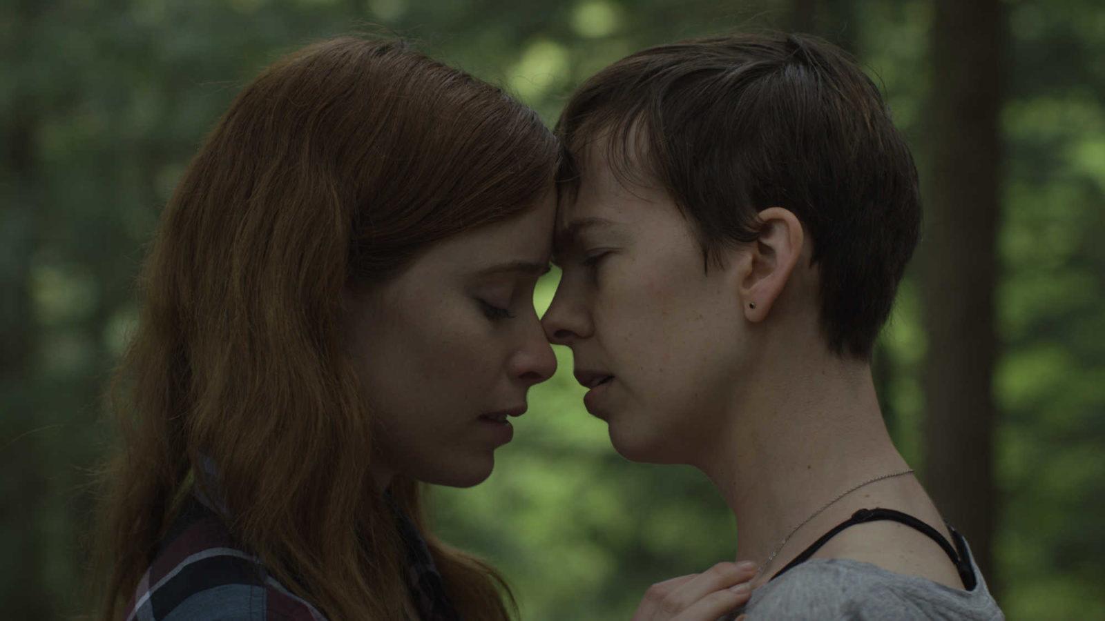 """Krwawe sceny z życia małżeńskiego – recenzja filmu """"Zabij i żyj"""""""