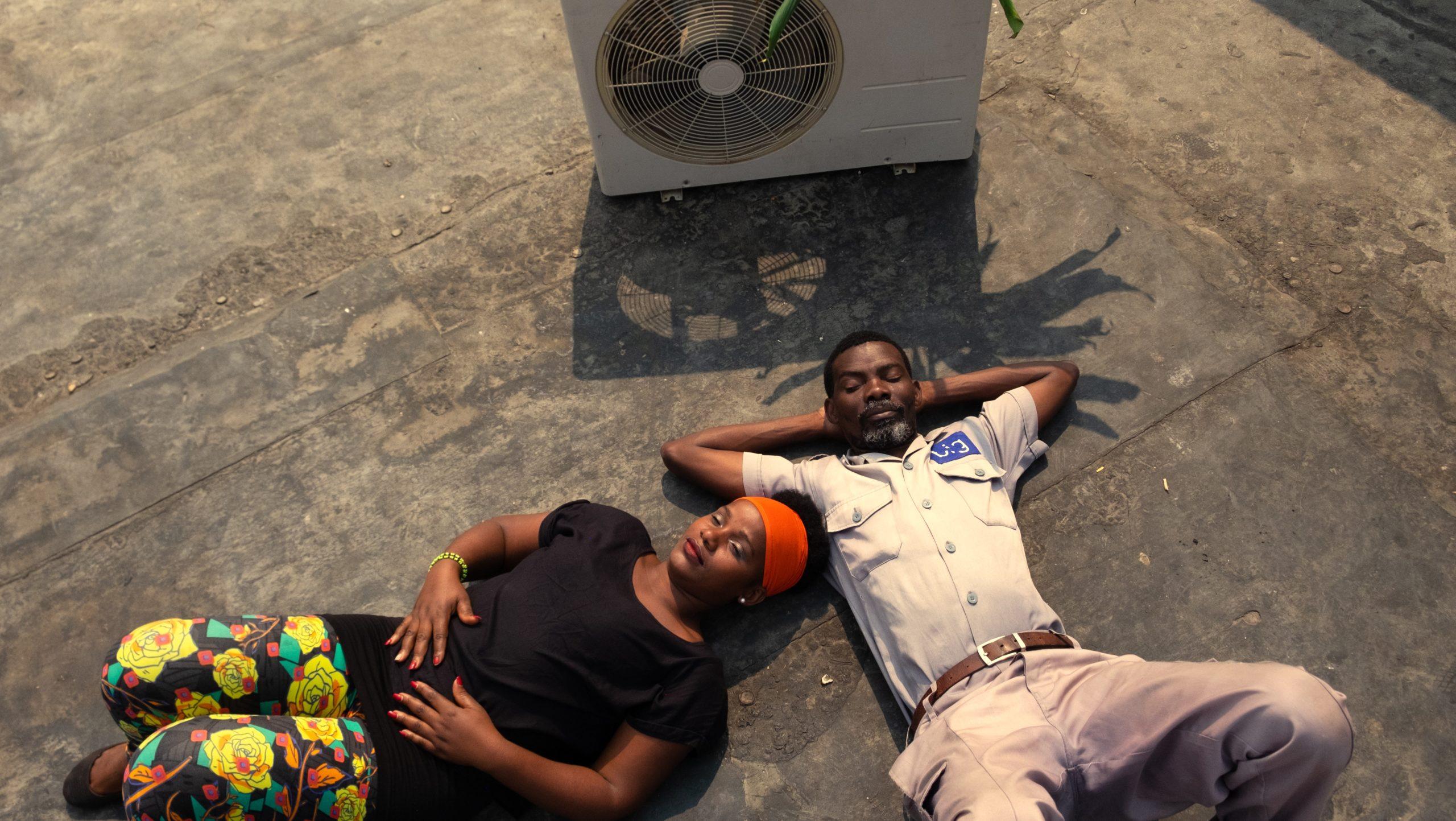 """Chłodny powiew wspomnień – recenzja filmu """"Klimatyzacja"""" – AfryKamera"""