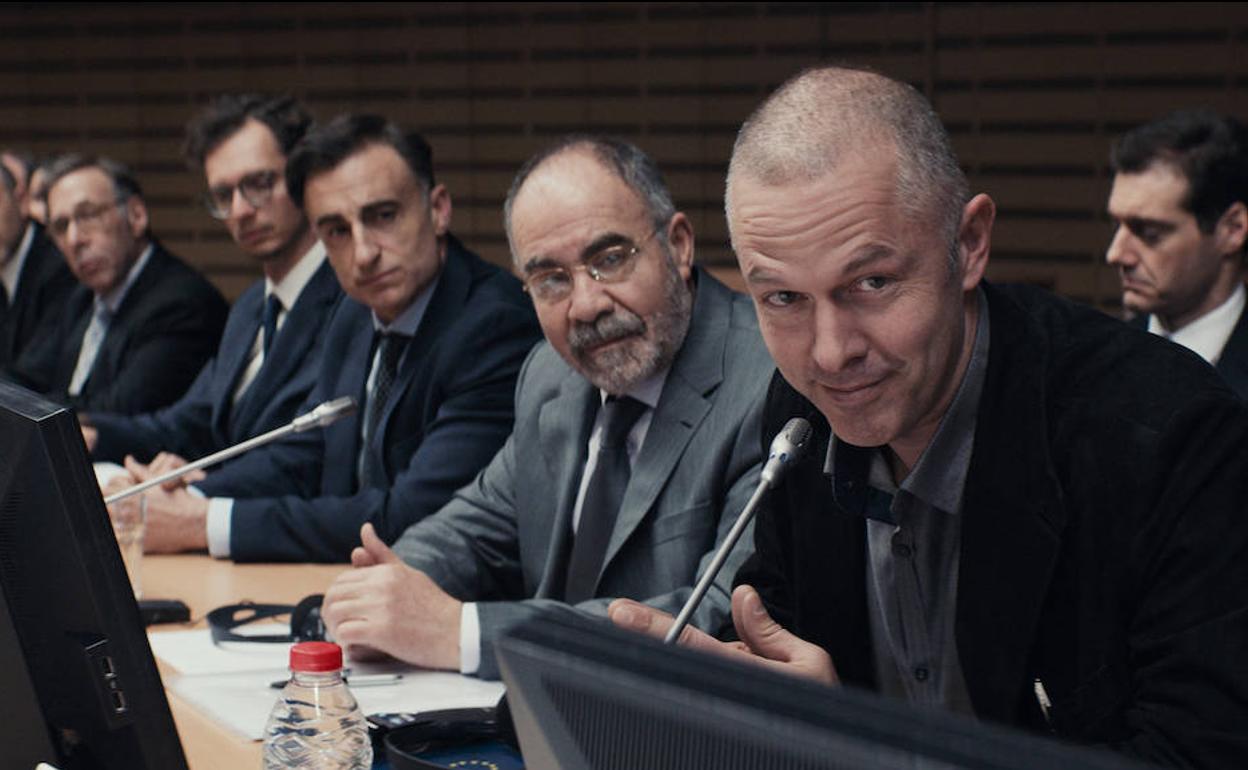 """Varoufakis Unchained – recenzja filmu """"Dorośli w pokoju"""""""