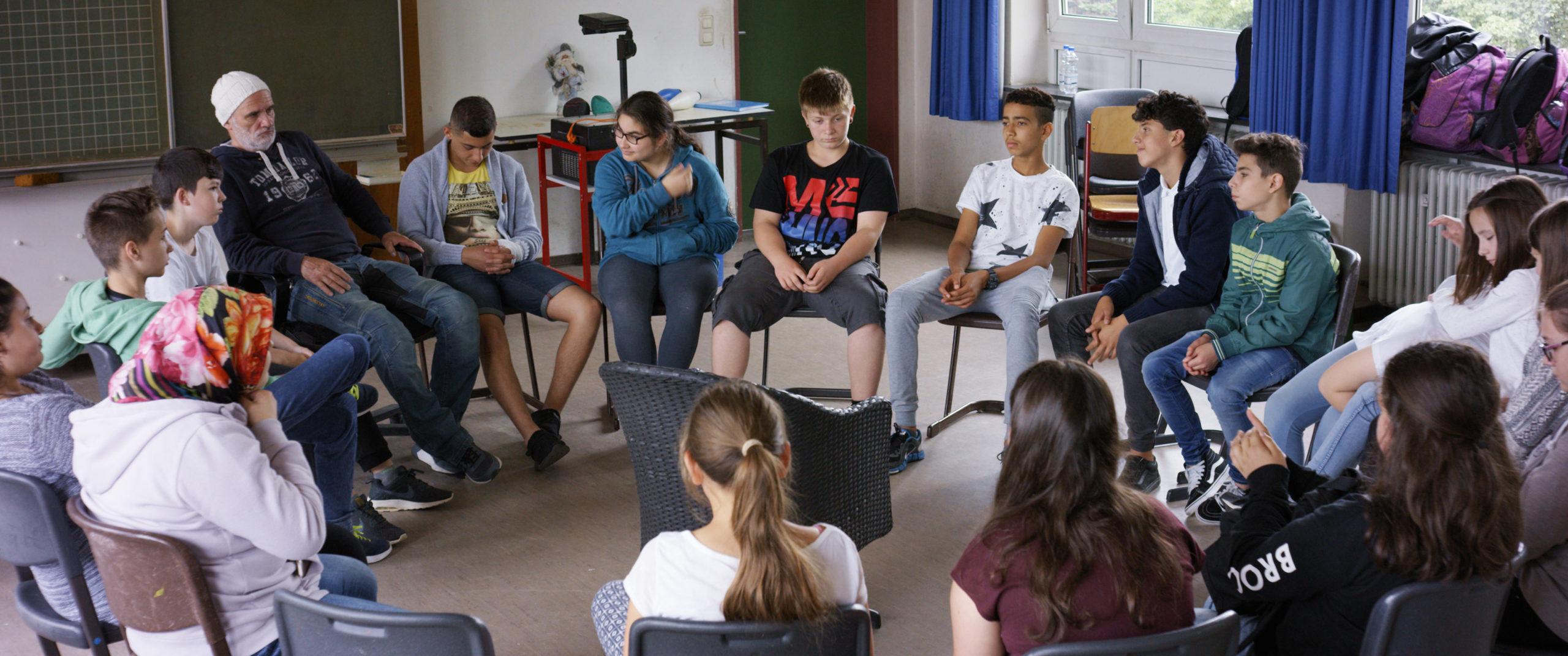 """Jedni (?) w różności – recenzja filmu """"Mr. Bachmann and His Class"""" – Berlinale 2021"""