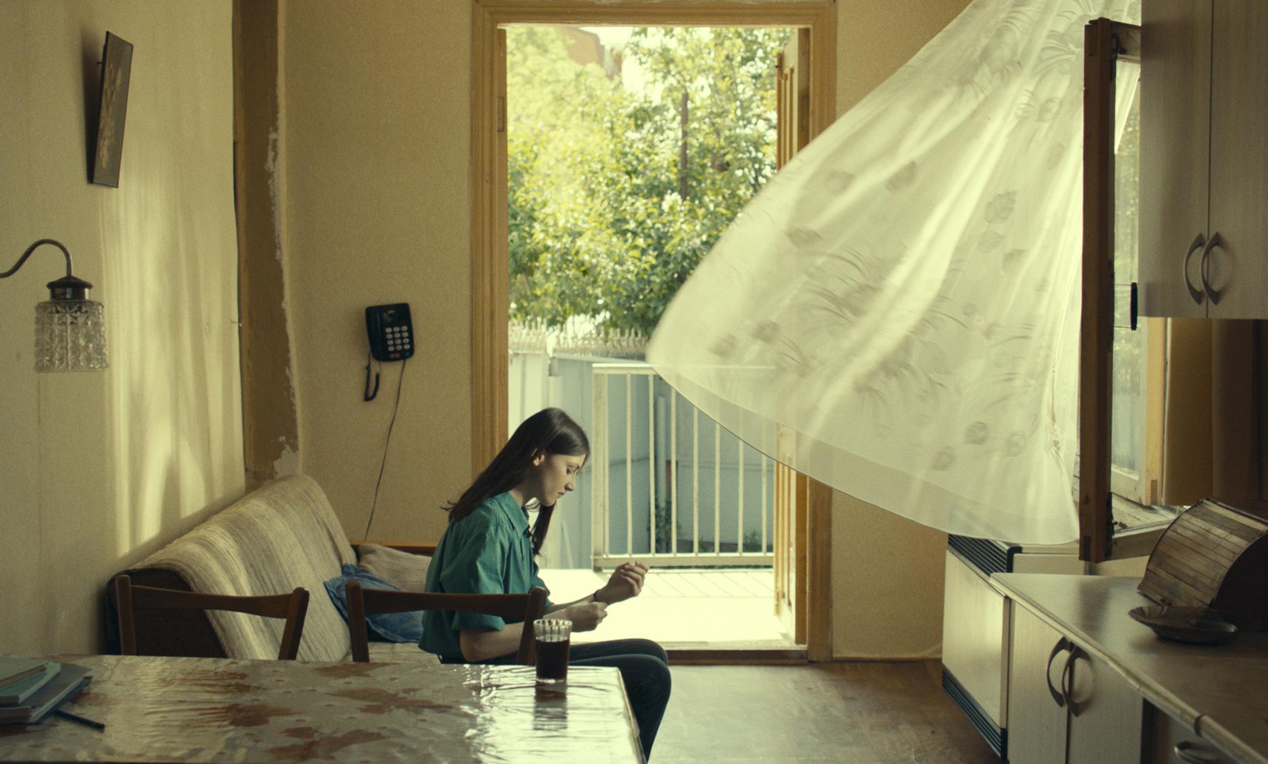 """Zakochane Kutaisi – recenzja filmu """"Co widzimy, patrząc w niebo?"""" – Berlinale 2021"""