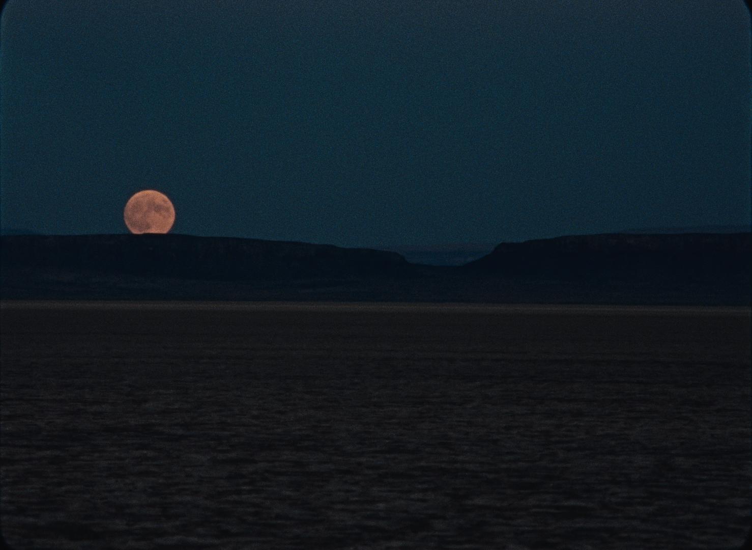 """Nigdy nie było tak pięknej nocy – recenzja filmu """"Na Księżyc"""" – Nowe Horyzonty"""